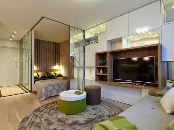 Sypialnia w kawalerce lub mieszkaniu 1 pokojowym