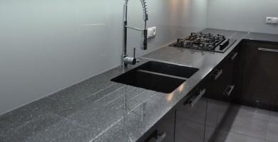 blat-granitowy-w-kuchnii