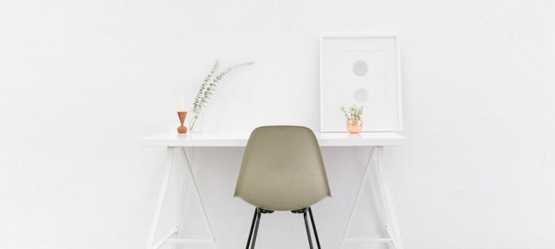 krzeslo-biurko-minimalizm