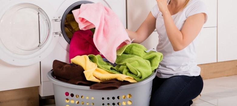 wyciaganie-prania-z-pralki